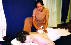 Heiße thailändische Kräuter Kompress Massage in meiner Heidefarm TB